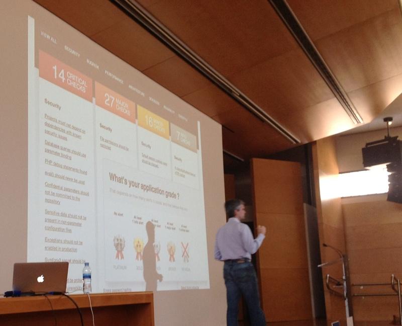 Fabien Potencier presentando su producto SensioLabs Insights en deSymfony 2013
